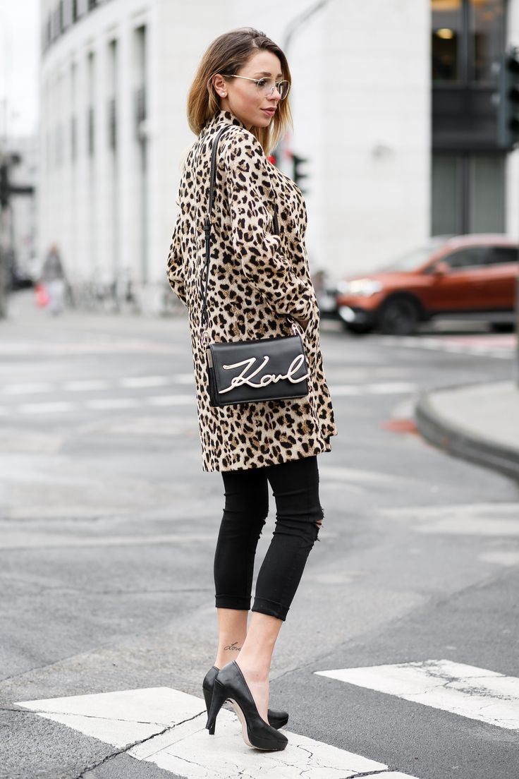 New Streetstyle Outfit on my Fashionblog  Karl Lagerfeld Signature Bag  w  Leopard Coat 5a05caa185