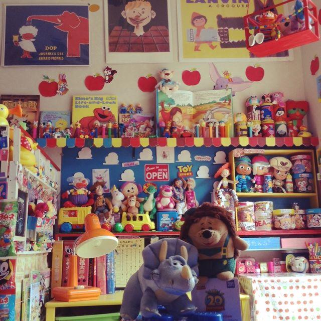 matruko..さんの、部屋全体,フィギュア,子供部屋,ディズニー,おもちゃ,レゴ,絵本,ドール,アメリカン,オタク部屋,見せる収納,ペッツ,レトロポップ,サヴィニャック,ピクサー,roomclipステッカー,トイストーリー部,シュガーラッシュ,子供と暮らす。,ガラクタ資産運用,なるべく引き画,ビーンズコレクション,ルームクリップステッカーも貼りました♩,のお部屋写真
