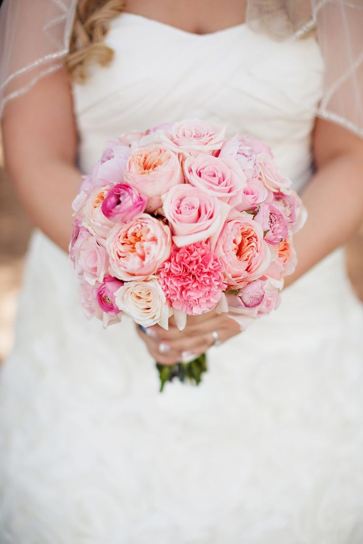 Pink bridal bouquet for wedding ceremony