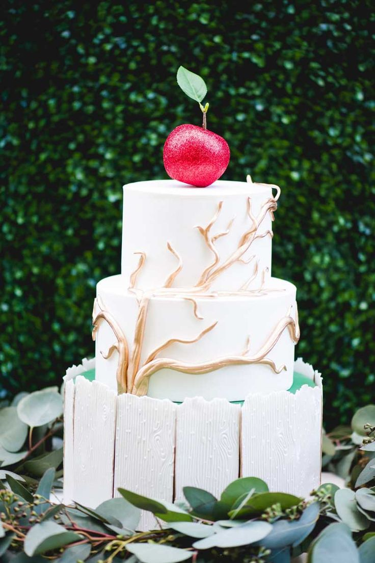 Wedding Cake by Sprinkles Custom Cakes, Modern Once Upon a Time Inspiration Shoot at the Winter Club Venue, Winter Park Wedding, Photo: Embrace by Kara, Orange Blossom Bride, Central Florida Wedding Blog, www.orangeblossombride.com
