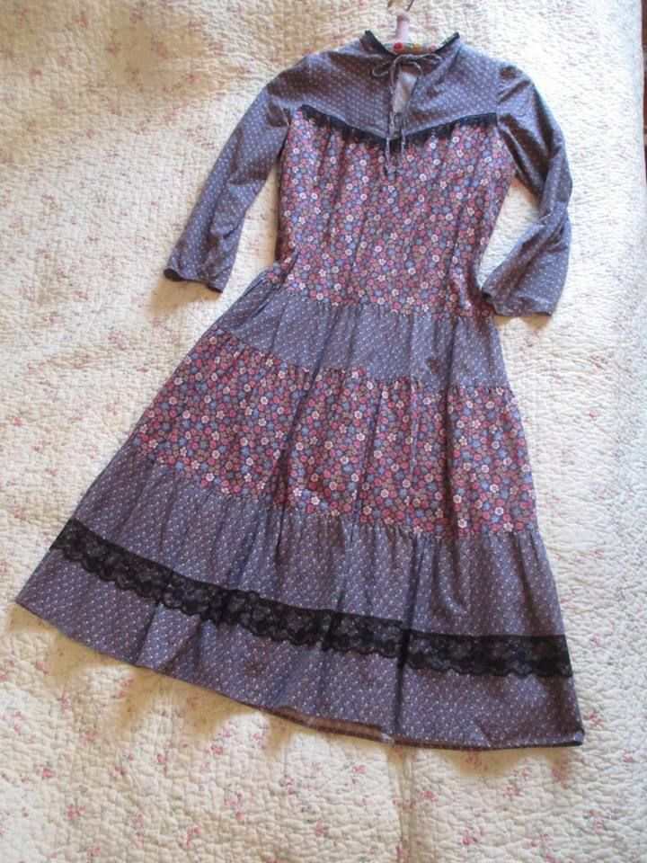 "Cute vintage dress from 70's or 80's. ""Naisten Pukutehdas Finalnd"""