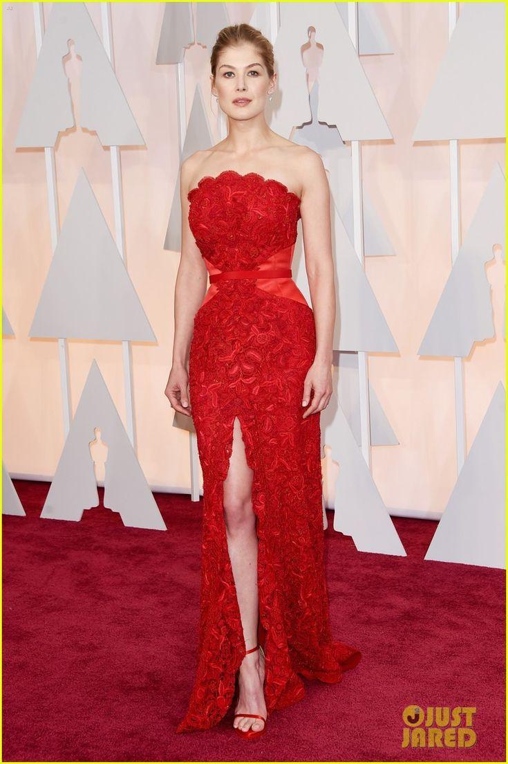 Emmy fashion 2014 best red carpet dresses blogher - Rosamund Pike Looks Amazing At Oscars 2015 Rosamund Pike Oscars 2015 Red Carpet 03