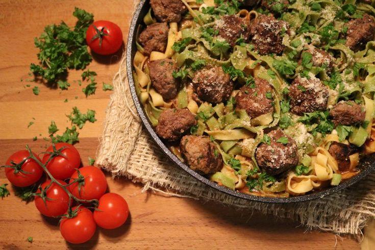 Tagliatelle mit Tomaten und selbstgemachten Hackbällchen #Rezept #Pfannengerichte #Food