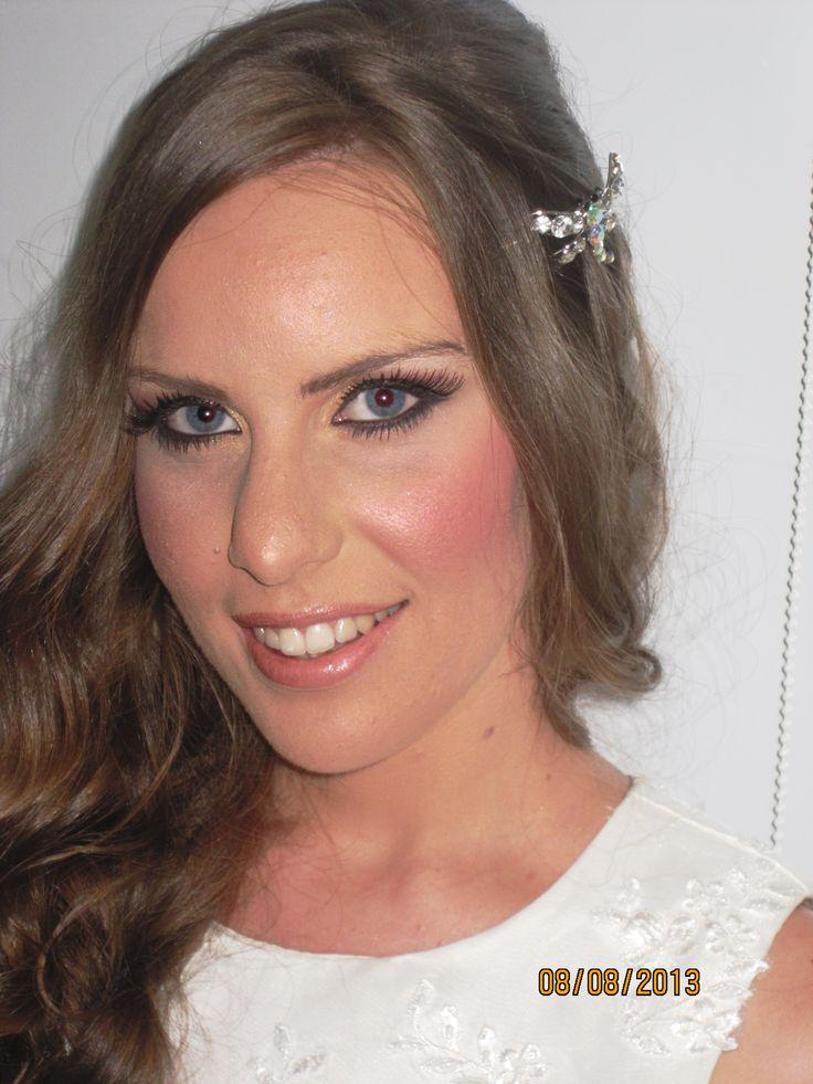 Makeover νύφης αυτή τη βδομάδα!  Καλοκαιρινό, δροσερό και χαριτωμένο, για ξανθές και όχι μόνο! Ιδανικό για τις πολύ ζεστές μέρες που ακόμη διανύουμε! Χαρείτε το! http://www.stella-makeup.com/video-2/makeovers/   SteLLa
