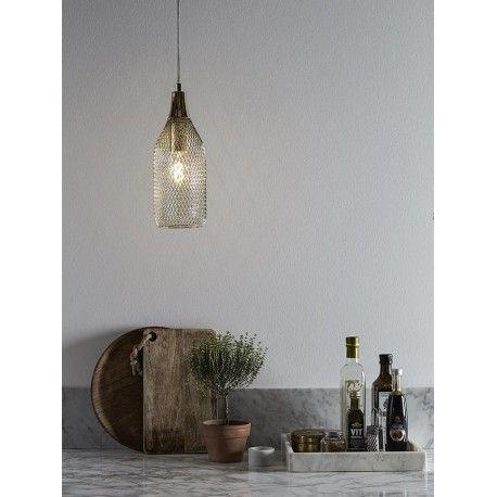 Stylowa lampa wisząca Grid S w kształcie butelki wykonanej z metalowej siatki. http://blowupdesign.pl/pl/35-lampy-klatki-metalowe-loft-design #lampyklatki #lampywiszące #oświetlenie #oświetleniekuchni #cagelamps #pendantlamps #lighting