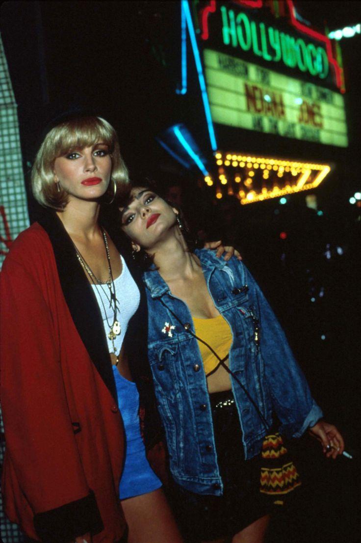 Julia Roberts & Laura San Giacomo in Pretty Woman,1990