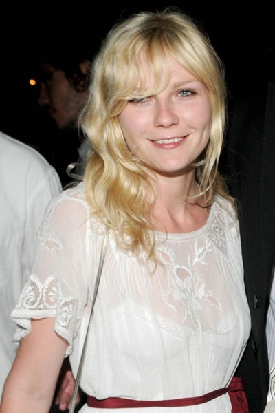 kirsten dunst. hair and outfit and face are killing me in this photo