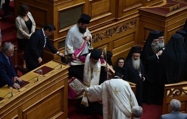 Φρόνηση και σύνεση ευχήθηκε ο Ιερώνυμος κατά τον Αγιασμό στη Βουλή