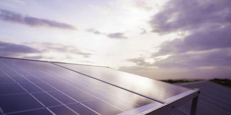 Un estudio recientemente publicado muestra que la contaminación atmosférica puede reducir la eficiencia de los paneles solares hasta un 25% de su capacidad.