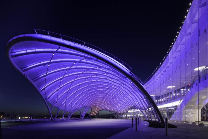 Betting on an ETFE porte-cochere New York casino uses two-layer ETFE application with pneumatic system.