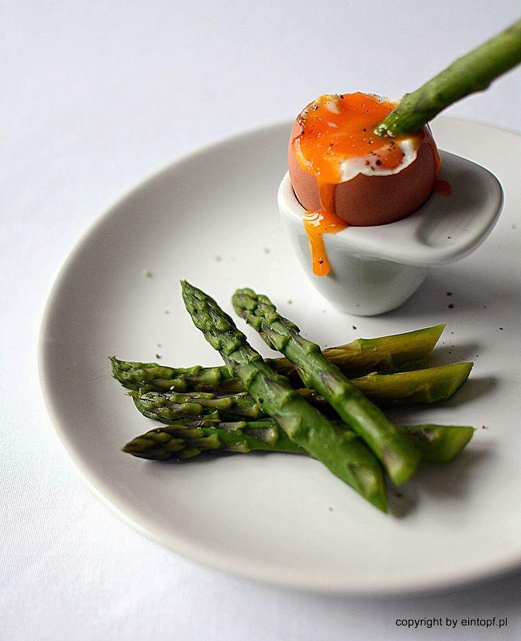eintopf: szparagi z jajkiem na miękko
