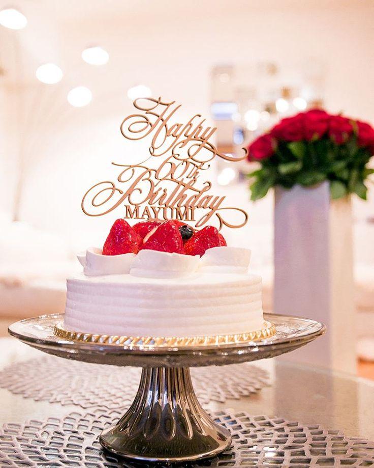 "Happy 60th Birthday to mother🎉 .  母が還暦だなんて感慨深いですが… いつまでも元気でいてほしいな、と思いを込めて… 還暦の赤にちなんで🍓 のケーキ🎂でお祝い🎊 . 名前と""60th""の入ったオリジナルケーキトッパー✨ . #母還暦 #オリジナルケーキトッパー #60本のバラが可愛い #ケーキはアンテノール #実家でお祝い #還暦 #ケーキ #バースデーケーキ #イチゴの🍰 #ショートケーキ #薔薇 #赤い薔薇 #赤 #ケーキトッパー #旅行を🎁 #名入れ #birthdaycake #happybirthday #happybirthdaymom #60th #caketopper #birthday #cake #rose #roses"