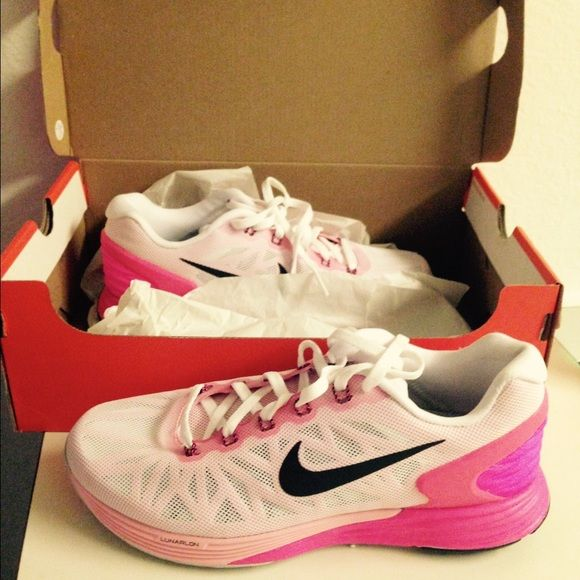 Nike lunarglide 6 women's  running shoe never worn The Nike LunarGlide 6 Women's Running Shoe balances plush cushioning and stability with a new softer, lighter Lunarlon midsole and Dynamic Support technology for its smoothest ride yet.    NEVER WORN Nike Shoes