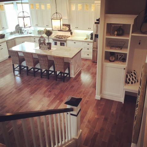 Love the flow of this house with the open white kitchen and large island eclecticallyvintage.com