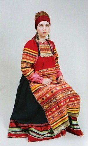 Casual costume of a married woman from Vereysk Region, Moscow Province, Russia. Modern work according to the fashion of the19th century. #Russian #folk #national #costume
