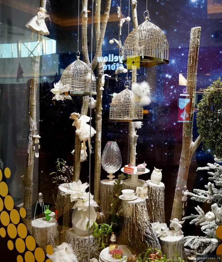 SIMONA SHOP - BEST CHRISTMAS WINDOWS DISPLAY BUCHAREST 2013 wrapped in yarn