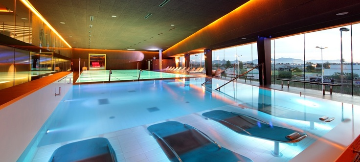 192 best images about gimnasios on pinterest pilates for Gimnasio piscina sevilla