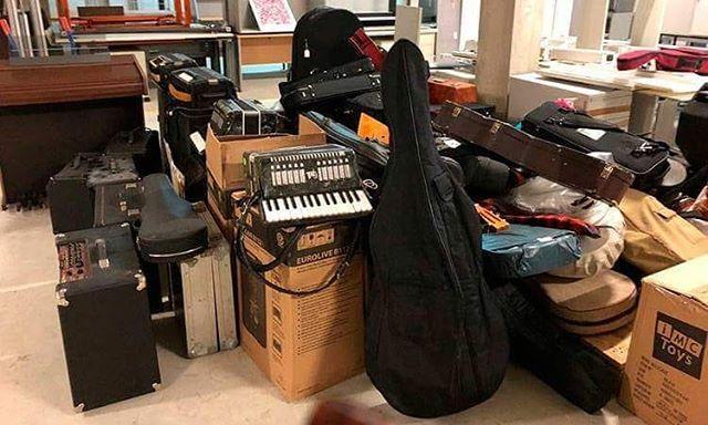 (audio) MUSICOS SIN FRONTERAS ultima el envío de una tonelada de instrumentos a Siria | Onda Vasca http://ift.tt/2CRyxbi  A finales del próximo mes de marzo la ONG Músicos Sin Fronteras tiene previsto enviar a Siria un contenedor repleto de instrumentos: una tonelada de solidaridad en forma de pianos guitarras flautas tubas o acordeones. Ese es el reto que se marcaron allá por el mes de noviembre cuando junto a la Escuela de Música Luis Aranburu de Vitoria-Gasteiz pusieron en marcha el BANCO…