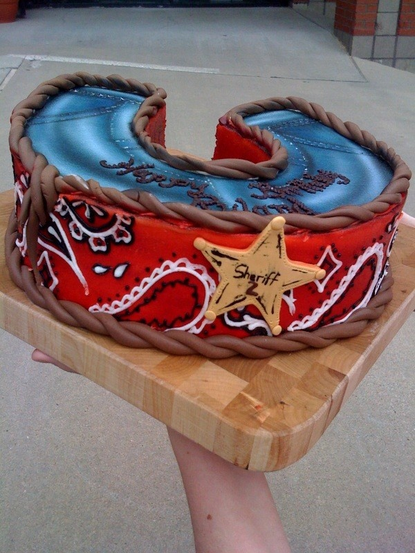 bandana, denim and rope horseshoe cake. Perfect for a Texas themed party.