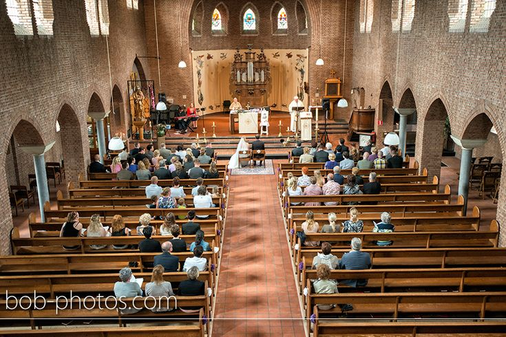 Kerkelijk huwelijk Katholieke Sint-Martinuskerk in Schijf. Bob-photos.com