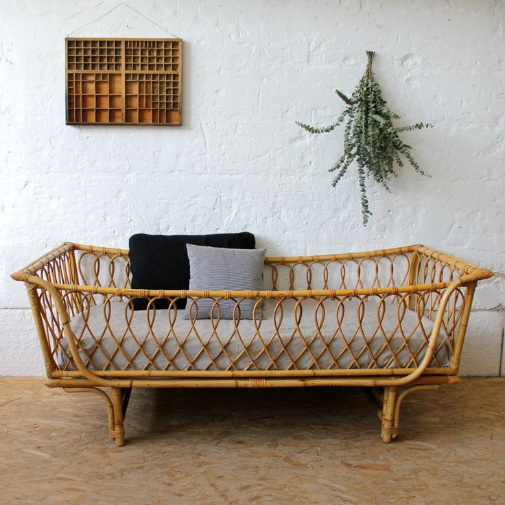Vintage rattan bed on atelierdupetitparc.fr