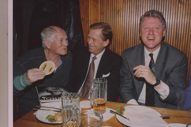 Bohumil Hrabal, Václav Havel, Bill Clinton in Prague