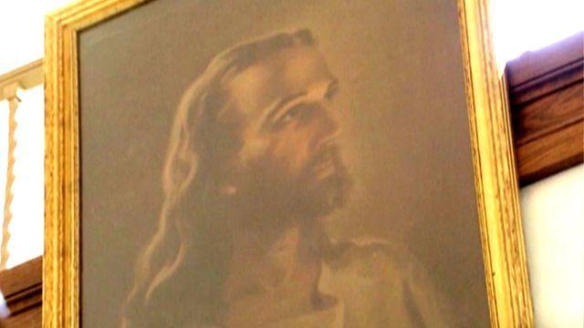 Ohio school takes down Jesus portrait under legal threat | Fox News 4/3/13