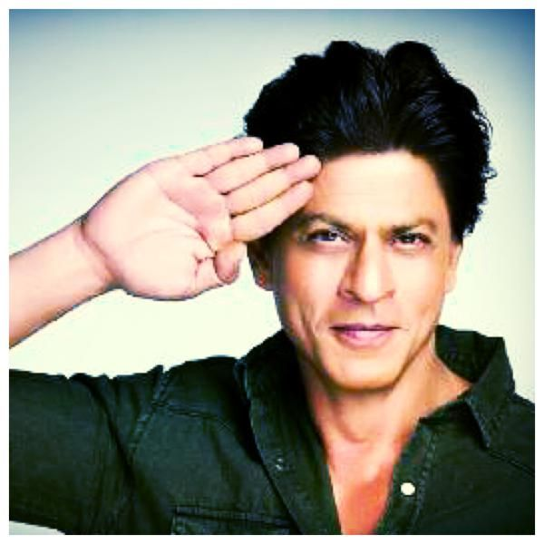 Shah Rukh Khan's Salute Picture For The Armed Forces!