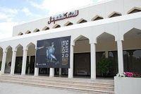 Adicionais Skate e Arte nas areias de Dubai -  Exposição em Dubai no ano passado pela primeira vez ve um museu abrir suas portas para o skate, uma arte inedita na cidade que tentar usar o skate como chamariz para atrair jovens para um museu.