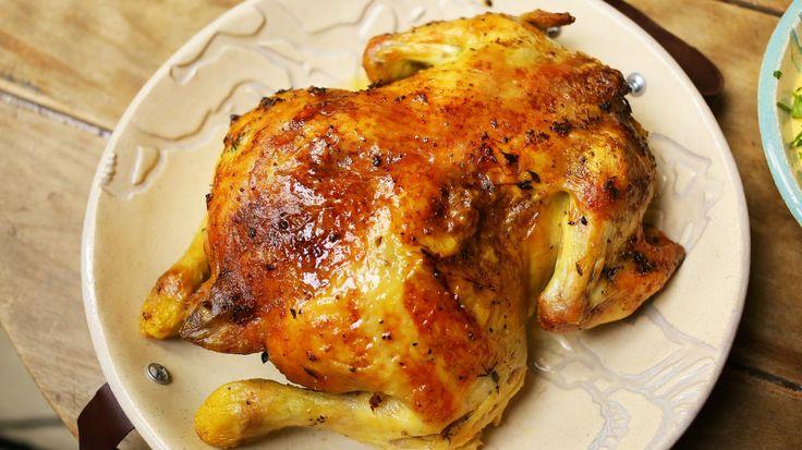 40 gerezd fokhagyma 1 db csirkéhez?! Naná! Ha már unjátok a szokásos grillcsirkét, akkor itt ez a jó kis, fokhagymás sült csirke recept. Kipróbálandó!!!  40 fokhagymagerezdes sült csirke      Hozzávalók (1 csirkéhez):    1 egész csirke  40 gerezd fokhagyma  1,5 dkg lágy vaj  8 dkg sárgarépa és…