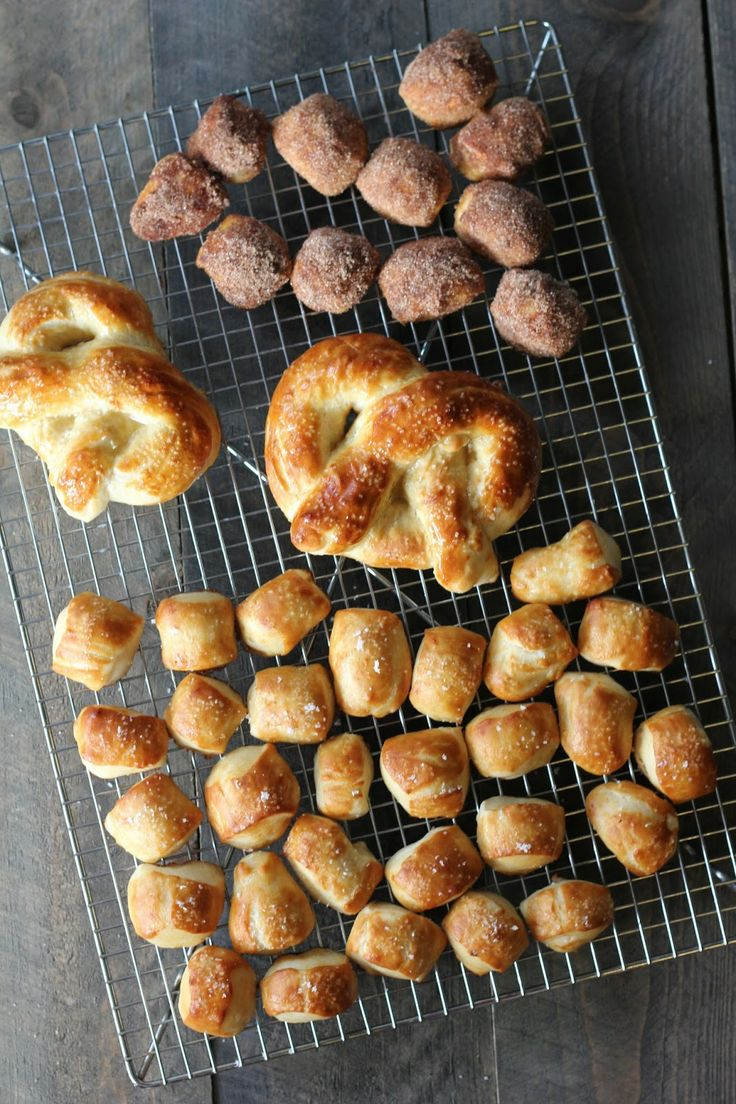 Homemade Soft Pretzels or bites! The best recipe for pretzels like you buy at the mall! #pretzels