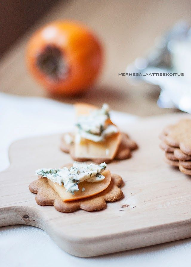 Aurajuusto persimon piparkakut Blue cheese persimmon gingerbread