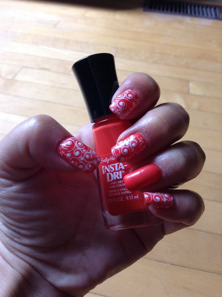 Poppin Paprika summer nails with Pueen stamp