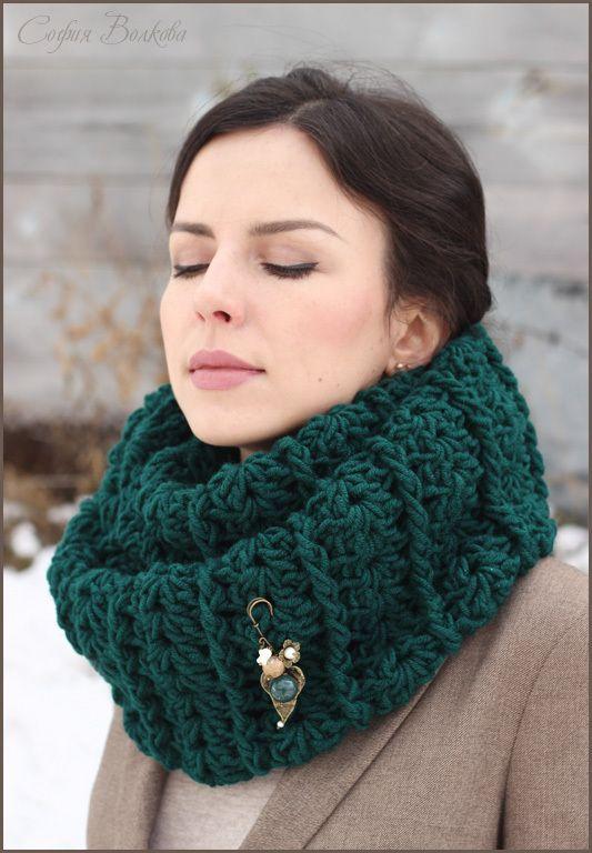 "Купить Снуд с брошью ""Хвоя"" - снуд, объемный шарф, объемный снуд, вязаный снуд"