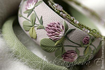 """Комплект браслетов """"Клевер"""" из полимерной глины и бисера - клевер,цветочный"""