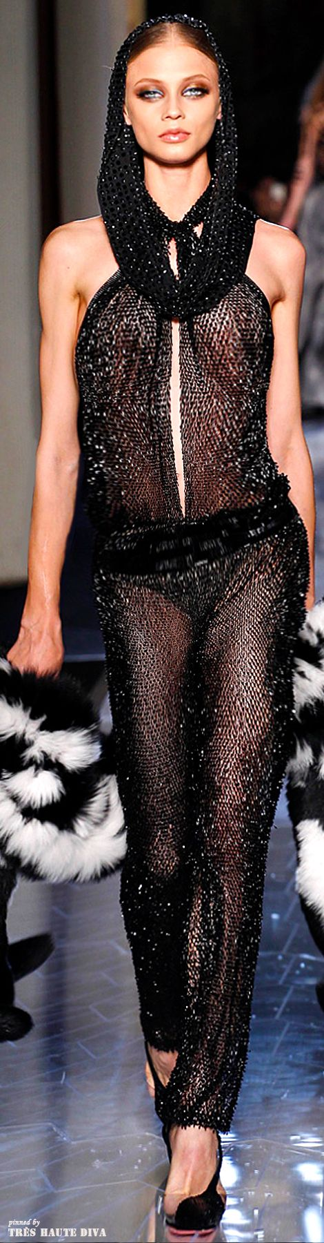 Spring 2014 Atelier Versace http://www.vogue.com/fashion-week/spring-2014-couture/versace/runway/#