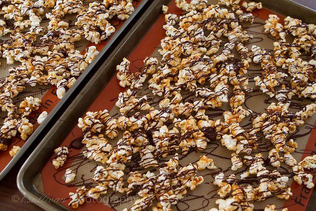 chocolate caramel popcorn @ http://cravingchronicles.com/2011/02/26/dark-chocolate-caramel-popcorn/