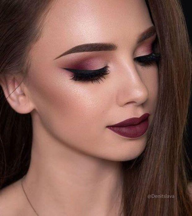 Le total look maquillage bordeaux