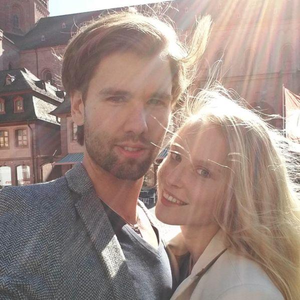 """Hier war die Welt noch in Ordnung: Kim Hnizdo mit langer Haarpracht und ihrem Freund """"Honey"""""""