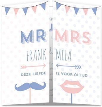 Trouwkaart Mr & Mrs met stippen, snor, lippen en vlaggenlijn.
