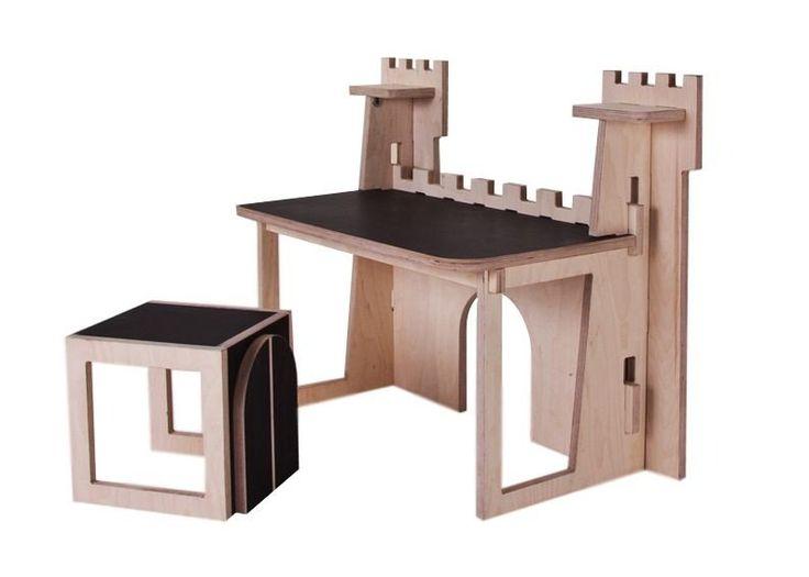 mesa infantil para estudo de madeira com formato de castelo