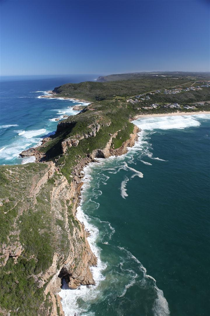Whale Rock Ridge Gentlemen Estates - Plettenberg Bay: Capeco's unique plots at the entrance of Robberg, with stunning views over Plett, De Vlei and it's beaches.