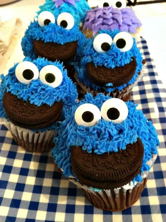 DIY Cookie Monster Cupcake Idea For Kids #Oreos #sesame street #cute made by Blue Rooster Bake Shop | http://www.sassydealz.com/2013/12/diy-cookie-monster-cupcake-idea-for-kids.html