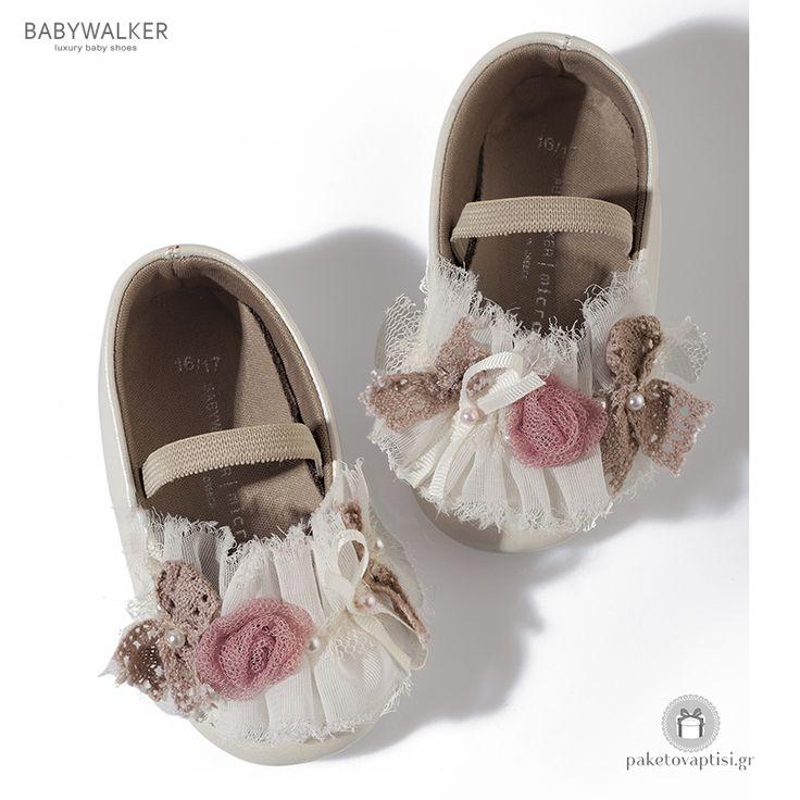 Παπουτσάκια Aγκαλιάς Διακοσμημένα με Υφασμάτινα Λουλουδάκια Babywalker MC1514