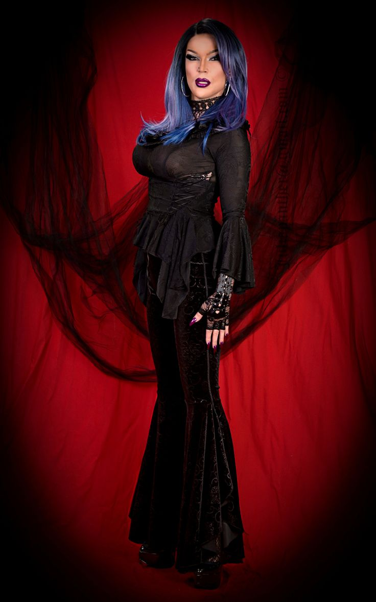 https://flic.kr/p/ZcyKW3 | Gothic diva look, blue hair | Makeup by Amanda Richards, backdrop by Diana Brooks. Please comment if you like the look, thanks Thanks for 42 million views!