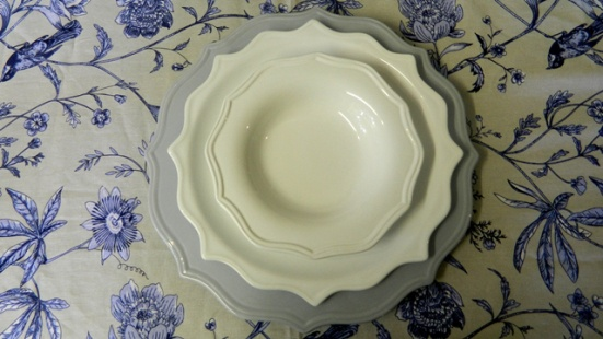 Divermenti underplate, dinner plate and pudding bowl.
