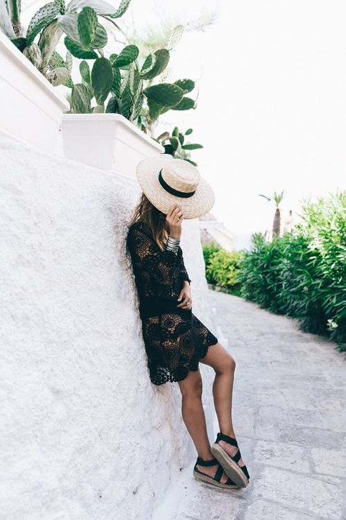 Little black lace dress #fashionchickmusthaves