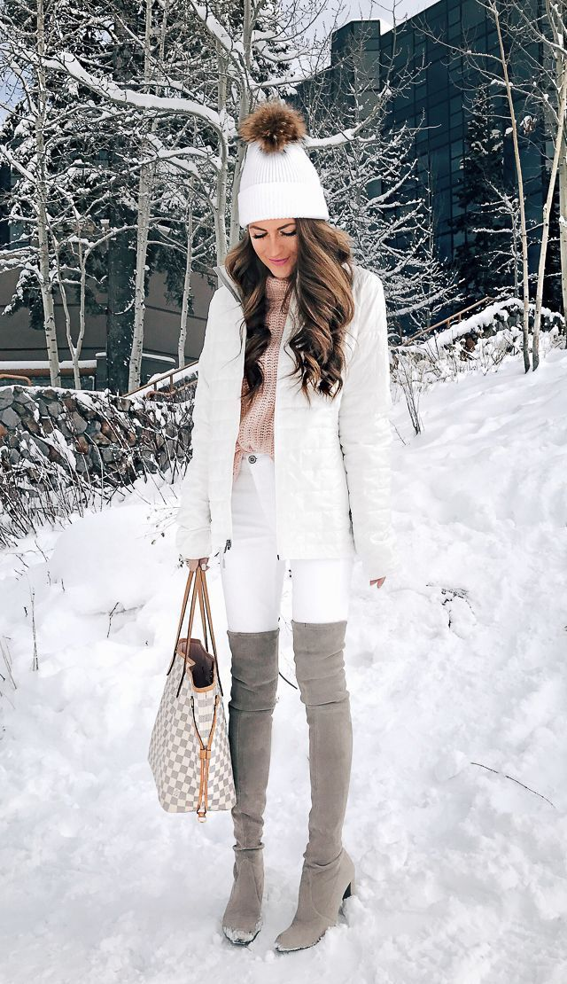 White on white outfit in the snow! I also love the white pom-beanie