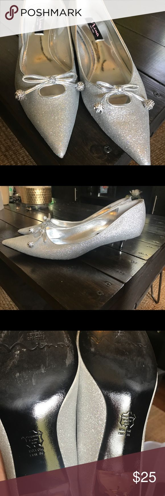 Silver kitten heels에 관•œ 상위 25개 이상의 Pinterest 아이디어
