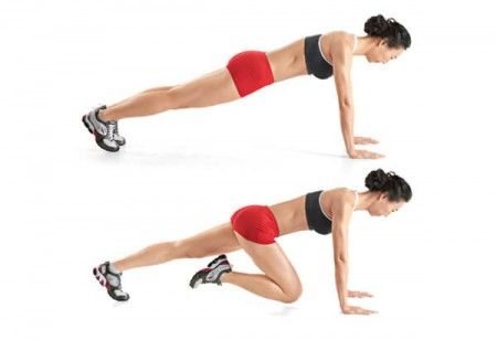 Mettez-en en position comme si vous alliez faire des pompes : les jambes bien tendues, les bras droits et les mains fixées au sol. Pliez l'une de vos jambes vers votre ventre sans appuyer le genou au sol, maintenez en place 30 secondes avant de relâcher et de passer à la deuxième jambe. Au tout début, commencez par le faire 15 à 20 fois puis augmentez l'intensité de l'exercice au fil des séances.